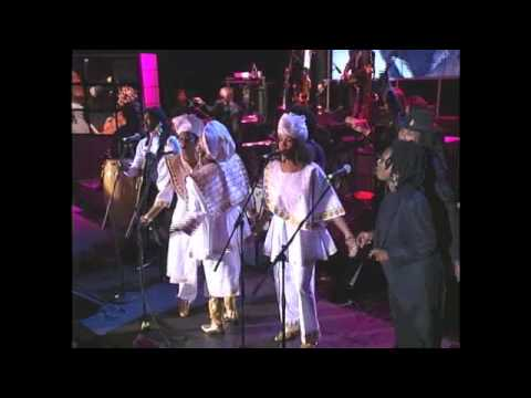 "Bob Marley's Family and Friends Perform ""One Love/People Get Ready"" at 1994 Inductions"
