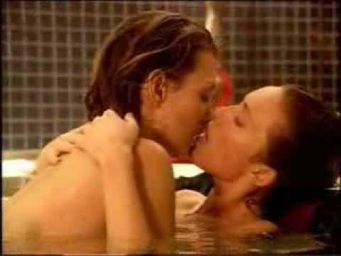Carla and Hanna love scene