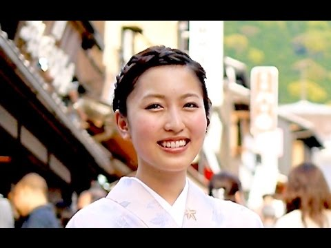 Moments in Kyoto - Tourism |  Endless Stream of Travelers 着物美人 京都観光 Kyoto Japan