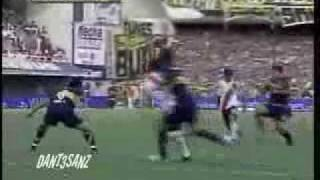 video de river alentando en la boca09
