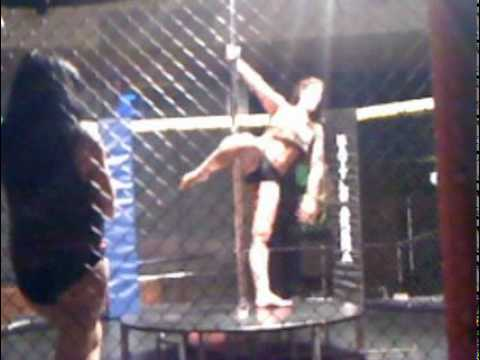 warren relentless kee tries pole dancing in the cage!!