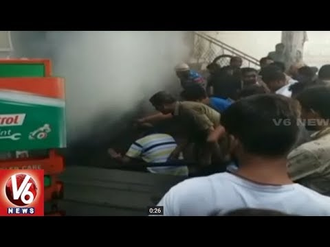 Massive Fire Accident In Lucknow's Kapoorthla Cycle Tire Manufacturing Company | V6 News