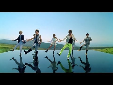 AAA  「Love Is In The Air」Music Video
