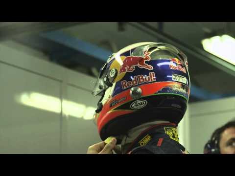 Toro Rosso STR7 Launch - Daniel Ricciardo in garage