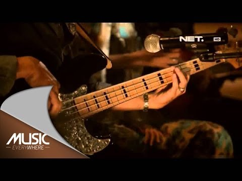 Koesplus - Bunga Di Tepi Jalan - Music Everywhere Netmediatama video