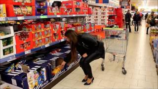 Supermarket shopping in high heels and wetlooklegggings