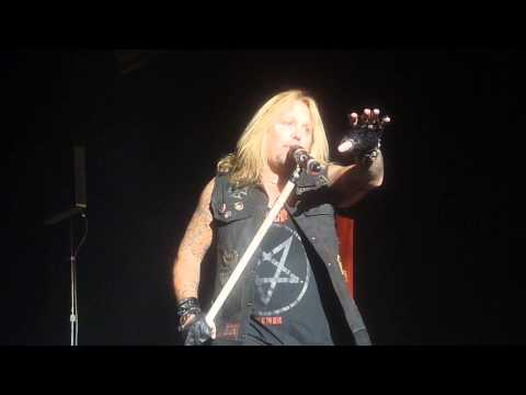 Mick's deadly solo and LIVEWIRE, Motley Crue in Moose Jaw
