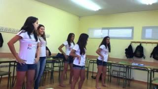 Meninas dançando ''danza kuduro'' na españa