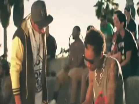 Wiz Khalifa - Roll Up (music Video) video