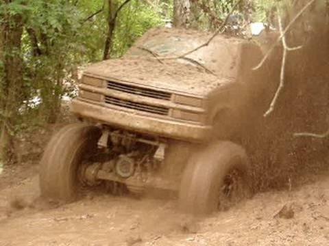 HUGE MUD TRUCK BREAKS U-JOINT BLASTIN THROUGH DEEP MUD HOLE!! Video