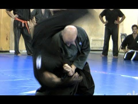 How to do fast kata guruma, fireman's carry - Ninjutsu Technique for Akban wiki Image 1