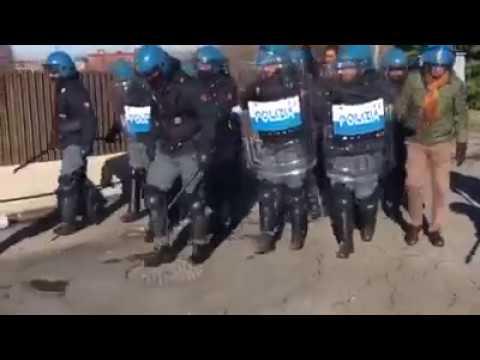 29/11/2016 - Sciopero Alcar Uno: manganellate e lacrimogeni sugli operai in lotta (1)