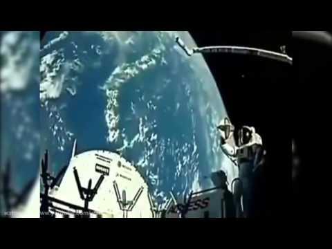 Кадри от космоса - НЛО напуска земята!