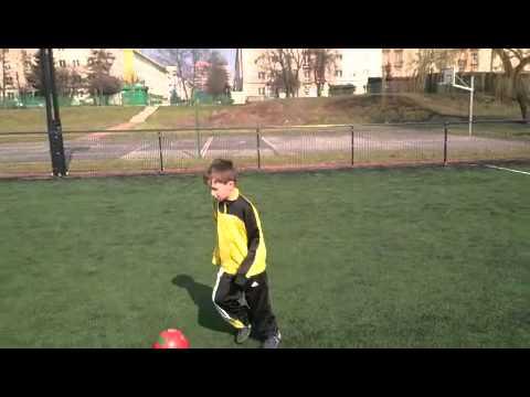 Borówka Plays Football, Piłka Nożna