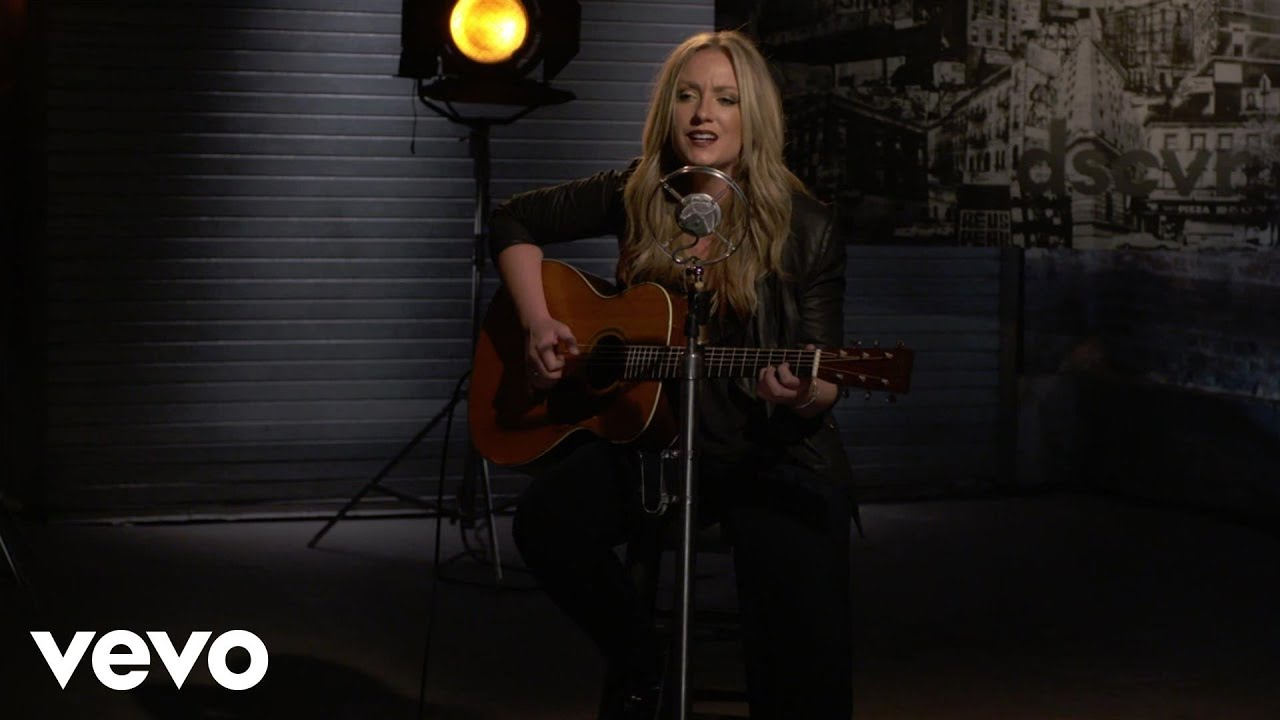 [Clare Dunn - Old Hat - Vevo dscvr (Live)] Video