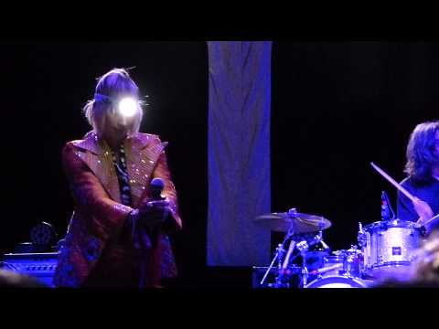 Yeah Yeah Yeahs - Under the Earth live Manchester O2 Apollo 01-05-13