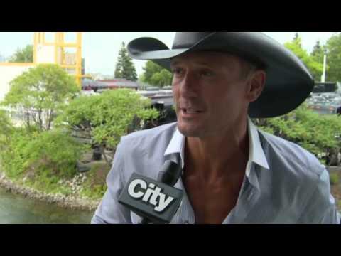 Entertainment City: Charlize Theron & Sean Penn planning wedding, adoption