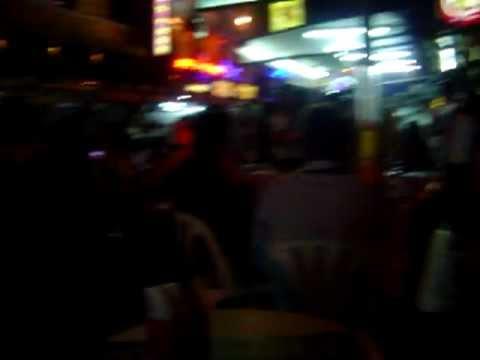 Pelas Ruas de Bangkok a Festa é Garantida