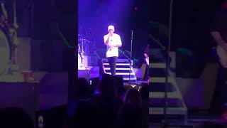 Download Lagu Kane Brown brings girl on stage Gratis STAFABAND