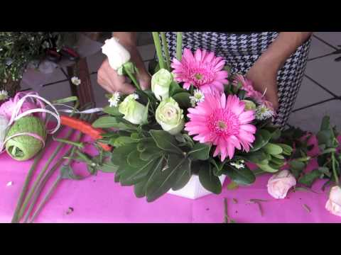Como hacer un centro de mesa para baby shower youtube - Hacer un centro de flores ...