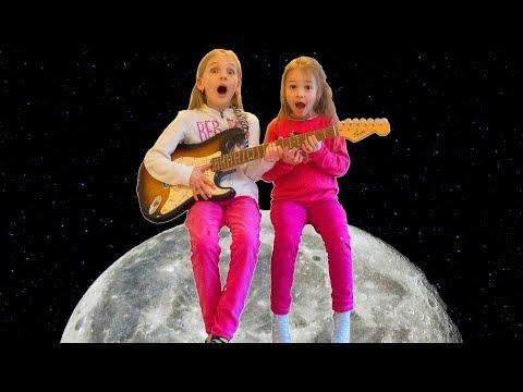 Amelia and Avelina magical guitar adventure to the moon!