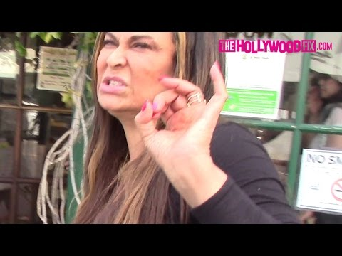 Beyonce Knowles Mom Tina Knowles Flips Out On Paparazzi 3.10.15 - TheHollywoodFix.com EXCLUSIVE