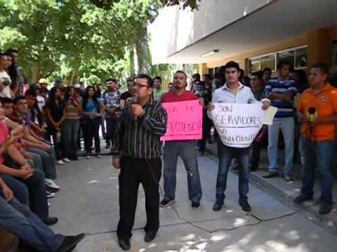 Estudiantes de Derecho de Unison Navojoa realizan un paro escolar