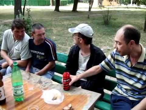 Разборки алкашей за красную банку алко-коктейля