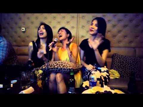 Uyên Linh ngẫu hứng hát karaoke