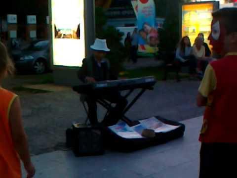 Niesamowita Gra Na Keyboardzie !