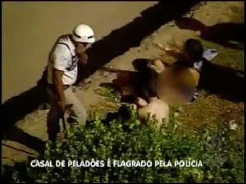 CASAL TRANSANDO EM PLENO NO CARNAVAL DE SALVADOR, PM ATRAPALHA