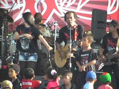 Download Utami Dewi Fortuna fea Shodiq - Ngidam Jemblem, Netral PDSI Monata 2014 Mp4 baru