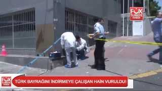 The person take down the Turkish flag in Istanbul, police shot him