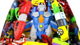 자석들이 모여 멋진 로봇으로 변신 우리함께 만들어보자