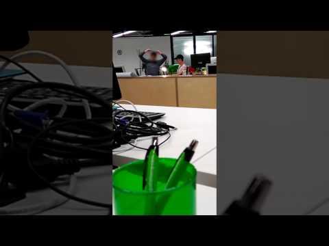 Profesor rabioso rompe computador