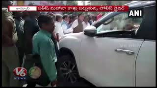 UP CM Yogi Convoy Police Driver Touches Minister Satish Mahana's Feet For Hitting His Vehicle