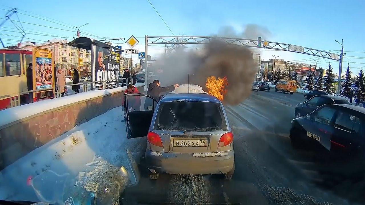 Курьезные случаи на дорогах. Смотреть видео приколы на дорогах.