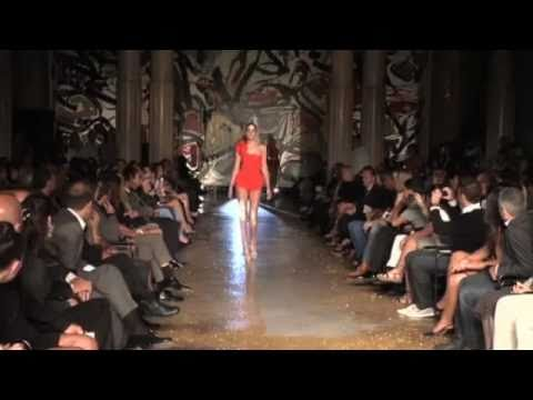HILARIOUS supermodel falls on runway! FAIL!