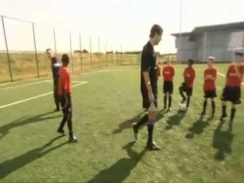Ван Нистелрой учит делать Финт Зидана