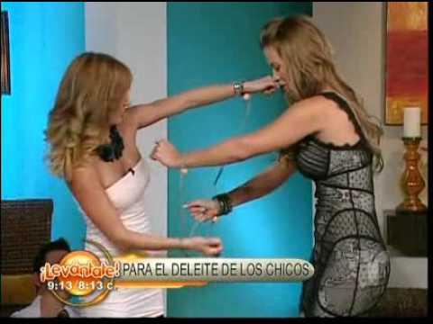 Ximena Duque y Geraldine Bazan atadas - Levántate