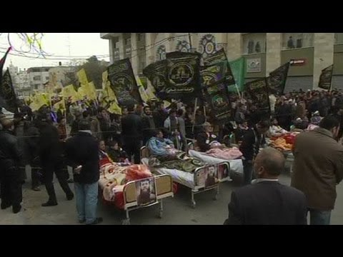Palestinians protests back hunger striker