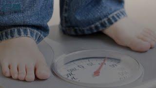 في 5 خطوات فقط.. كيف تساعدي طفلك على خسارة الوزن؟