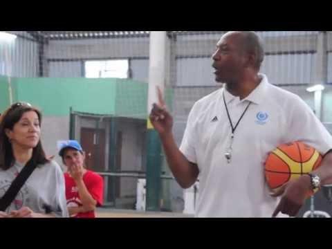 Una visitante atípico: el ex NBA Axel English