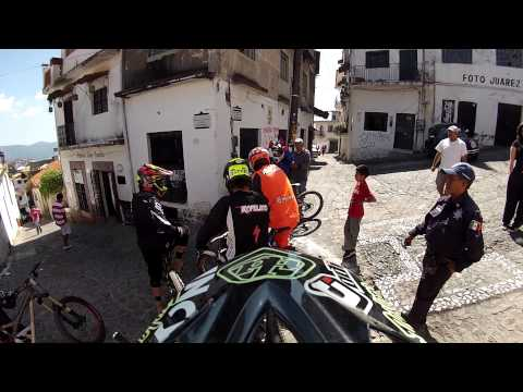 Incycle DH - 2013 Taxco Downhill Practice With Jon Buckell, Mitch Ropeloto and Brendan Fairclough