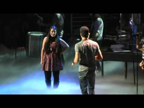 Enrique Iglesias - Hero Live in New York City (10.12.2010)