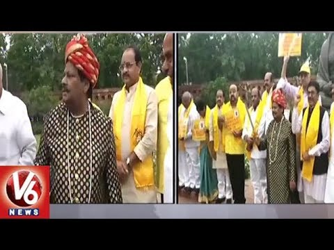 TDP MPs Protest | Siva Prasad Getup As Uyyalawada Narsimha Reddy At Parliament | V6 News