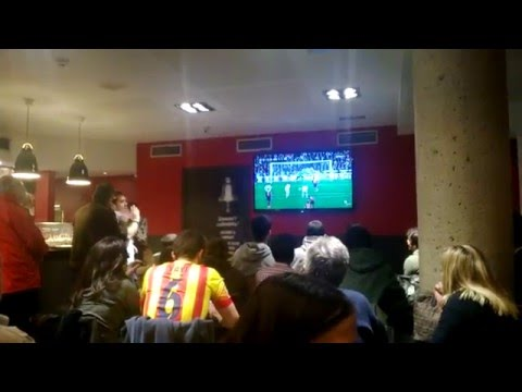 2014.03.23 Barcelona watching the derby Real Madrid - Barca 1-3 with local supporters in a pub