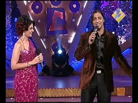 Shoaib Akhter Singing In India video