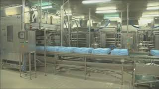 Dosing and molding system for cheese.