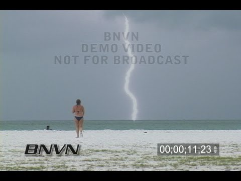 6/12/2008 Lightning at the beach with people video